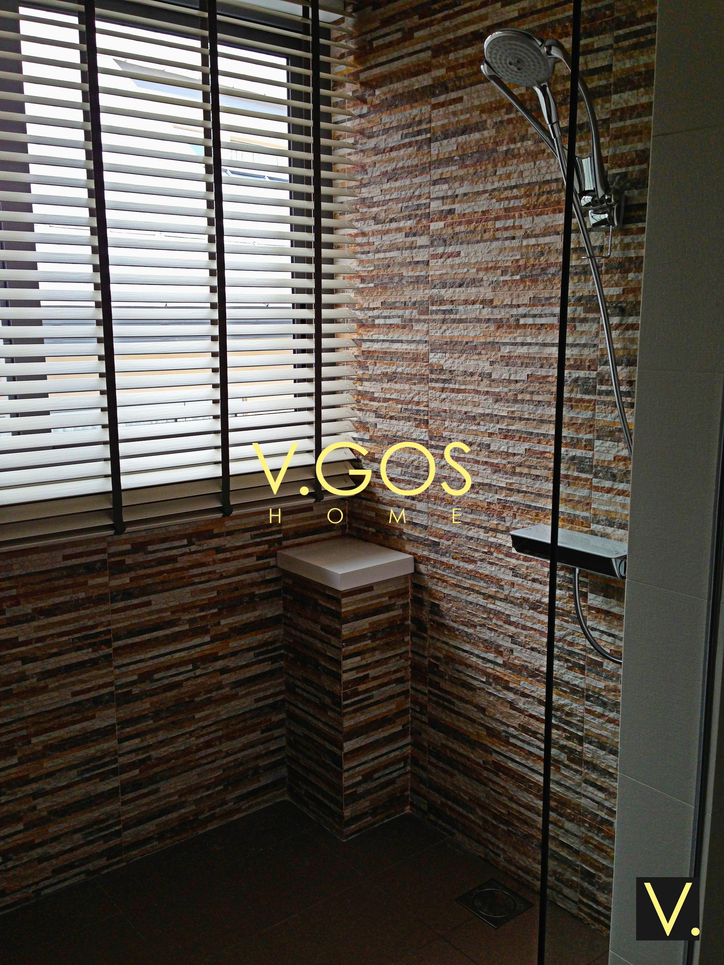 Basewood venetian blind with wooven tape